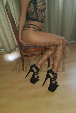 Weronika escorts service in Chantilly